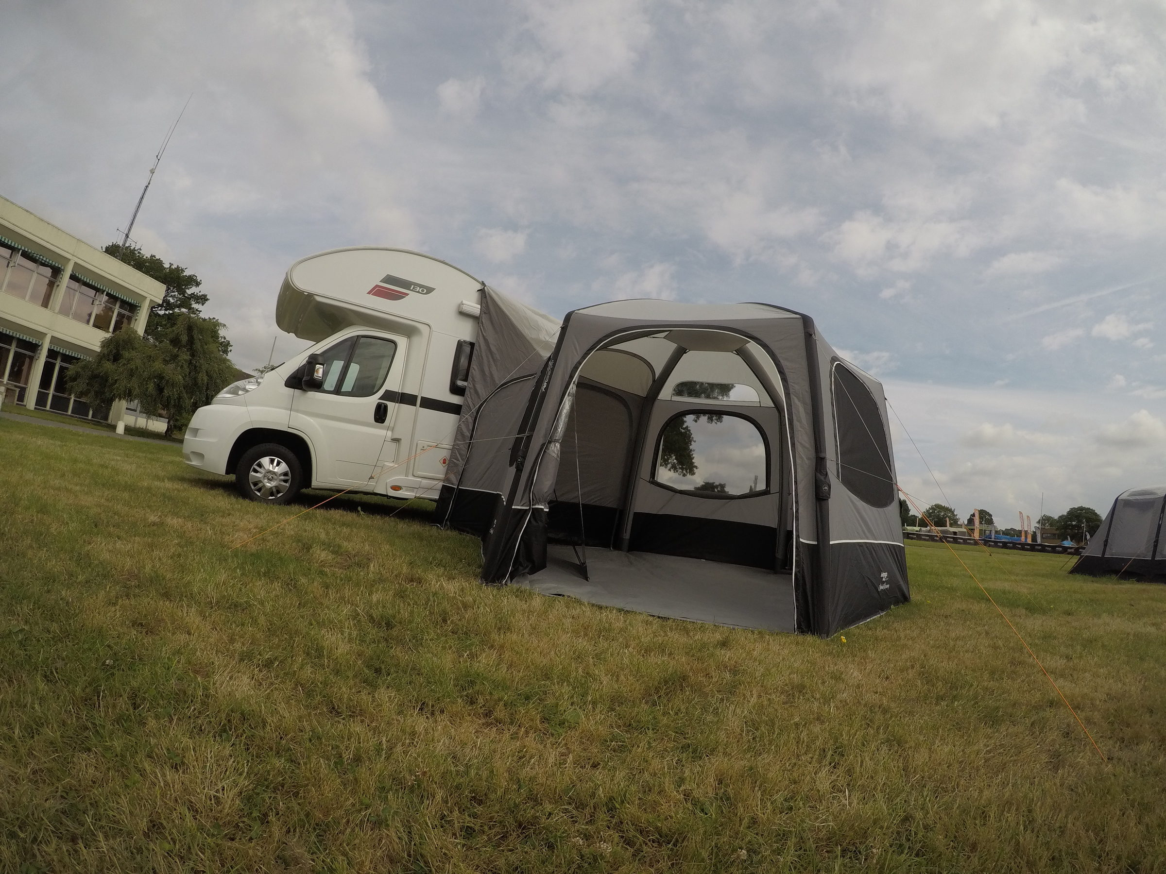 Vango Airhub Hexaway Driveaway Awning 201814