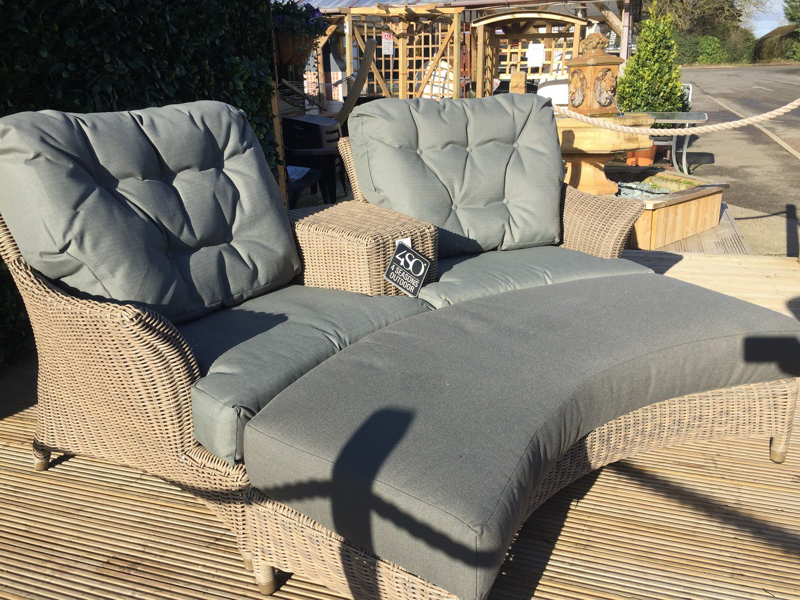 4 Seasons Outdoor Valentine Love Seat With Footrest 2