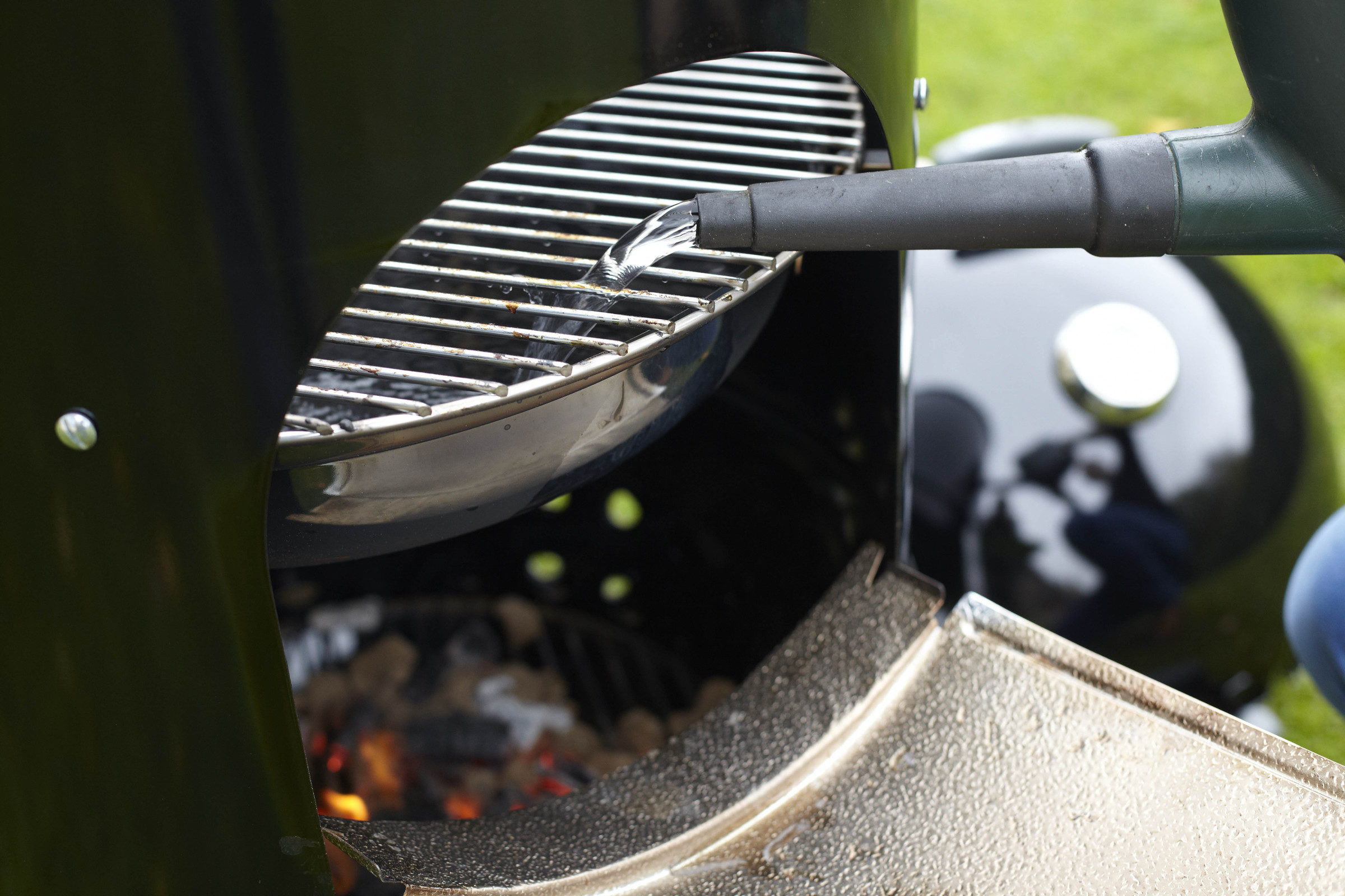 Weber 37cm Smokey Mountain Cooker - Weber pan