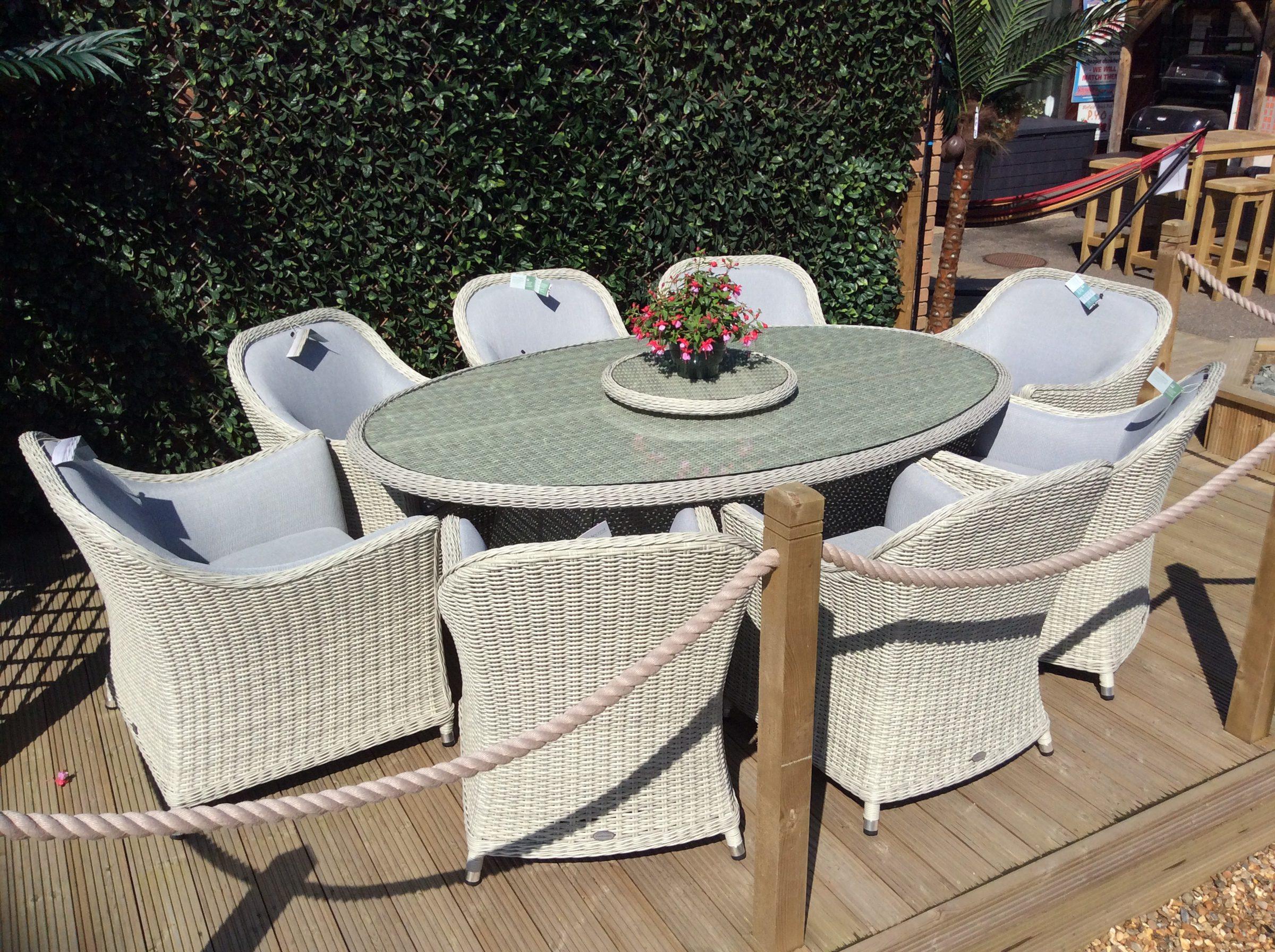 Bramblecrest Gainsborough 8-Seat Elliptical Dining Set 2018