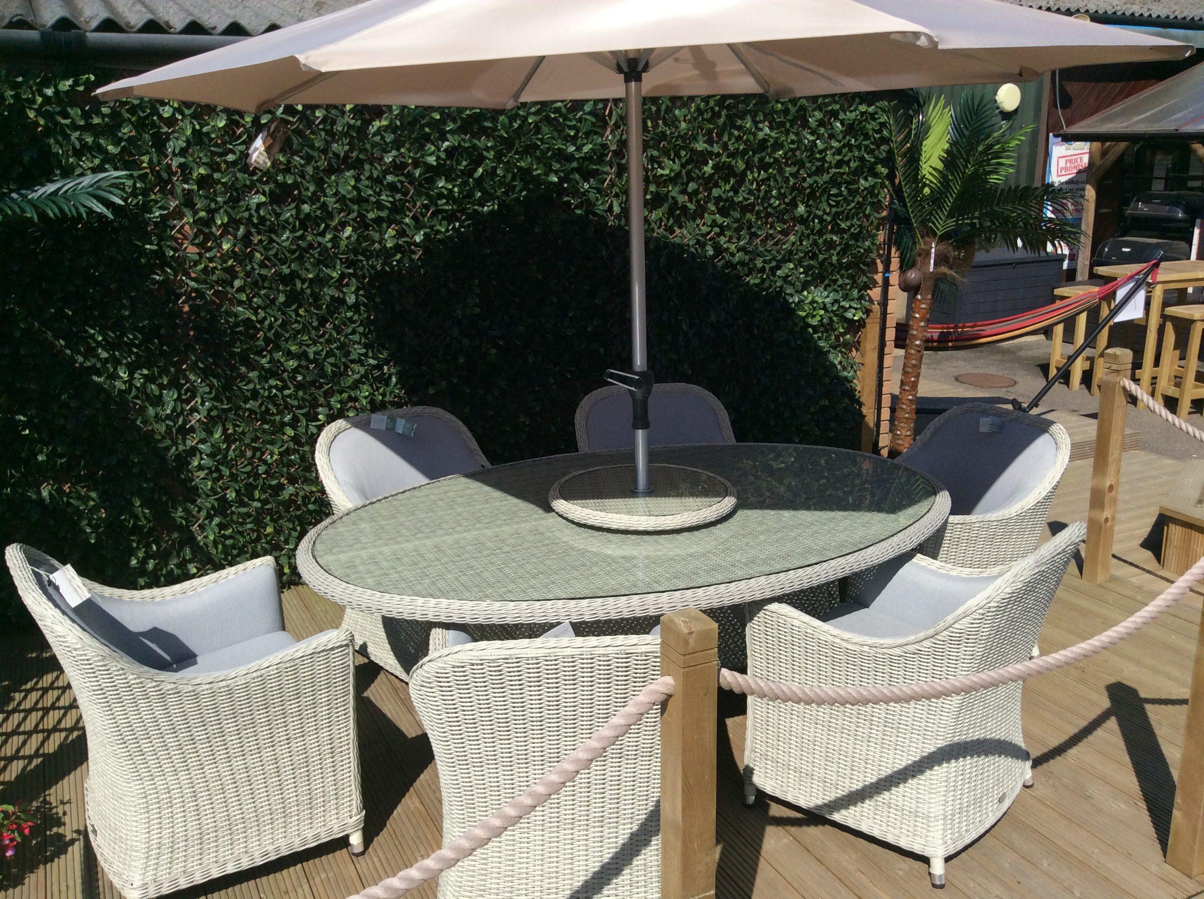 Bramblecrest Gainsborough 6-Seat Elliptical Dining Set 2018