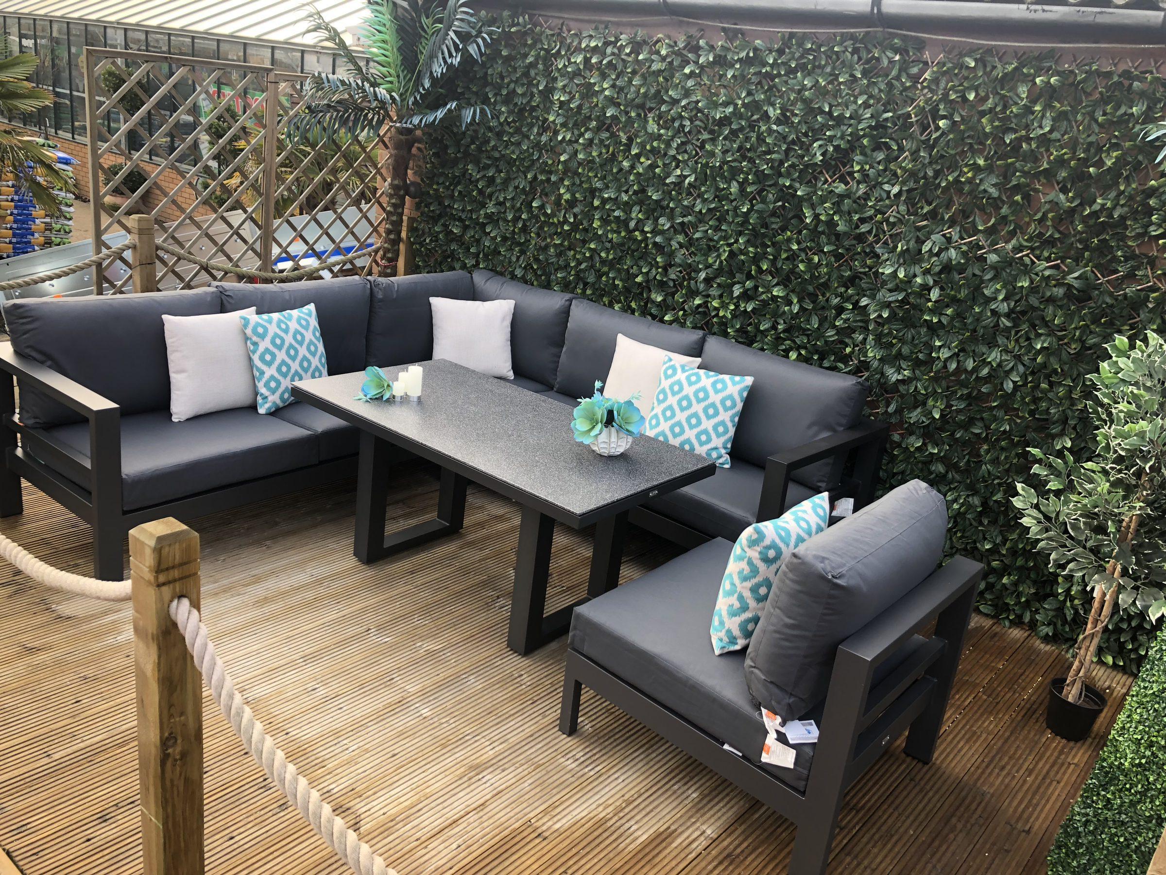 Delta Lounge Corner