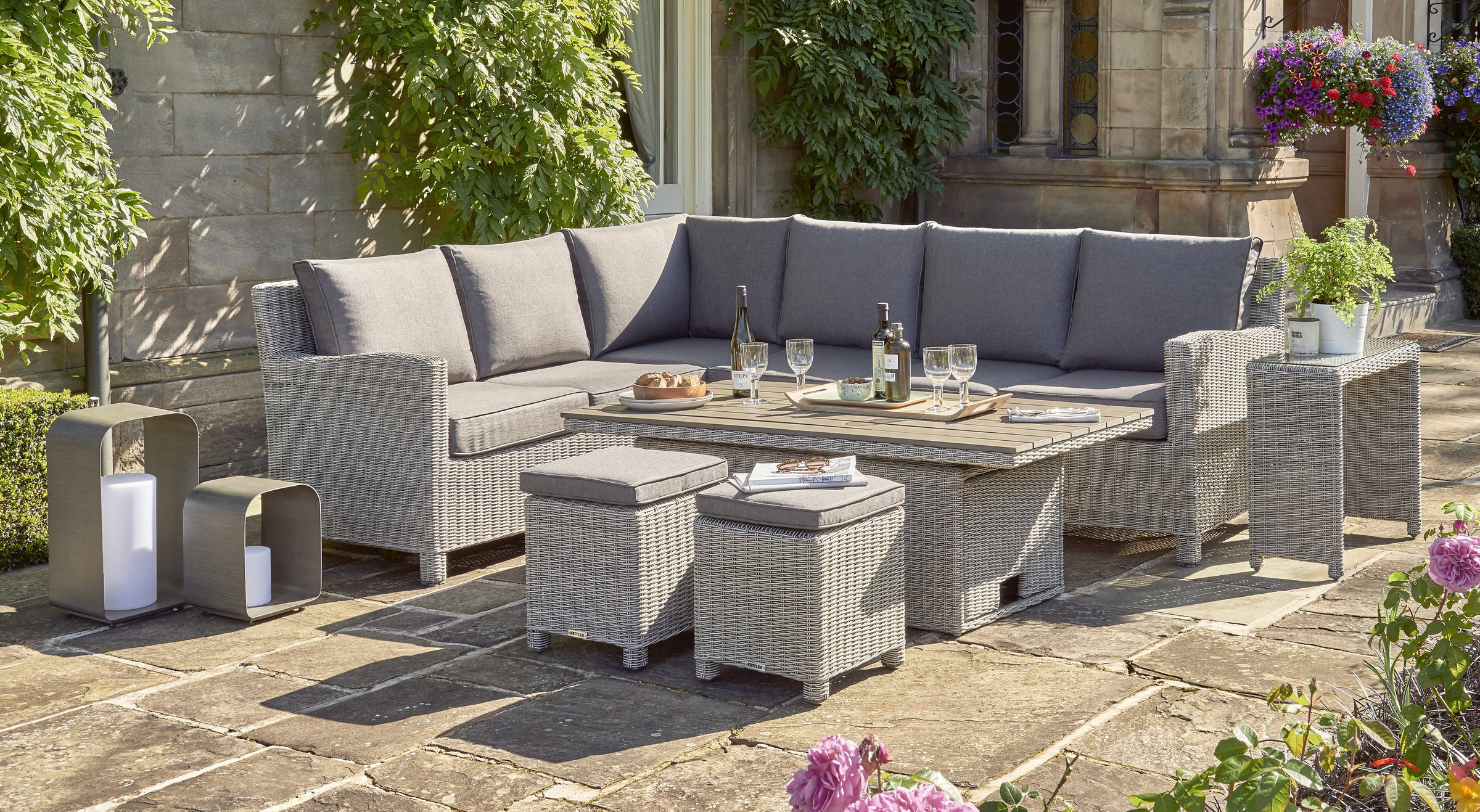 0193339 5510C Palma Rh Corner Set With 0193322 5510 Palma Sq Table Down And 0193311 5510 Side Table Lifestyle