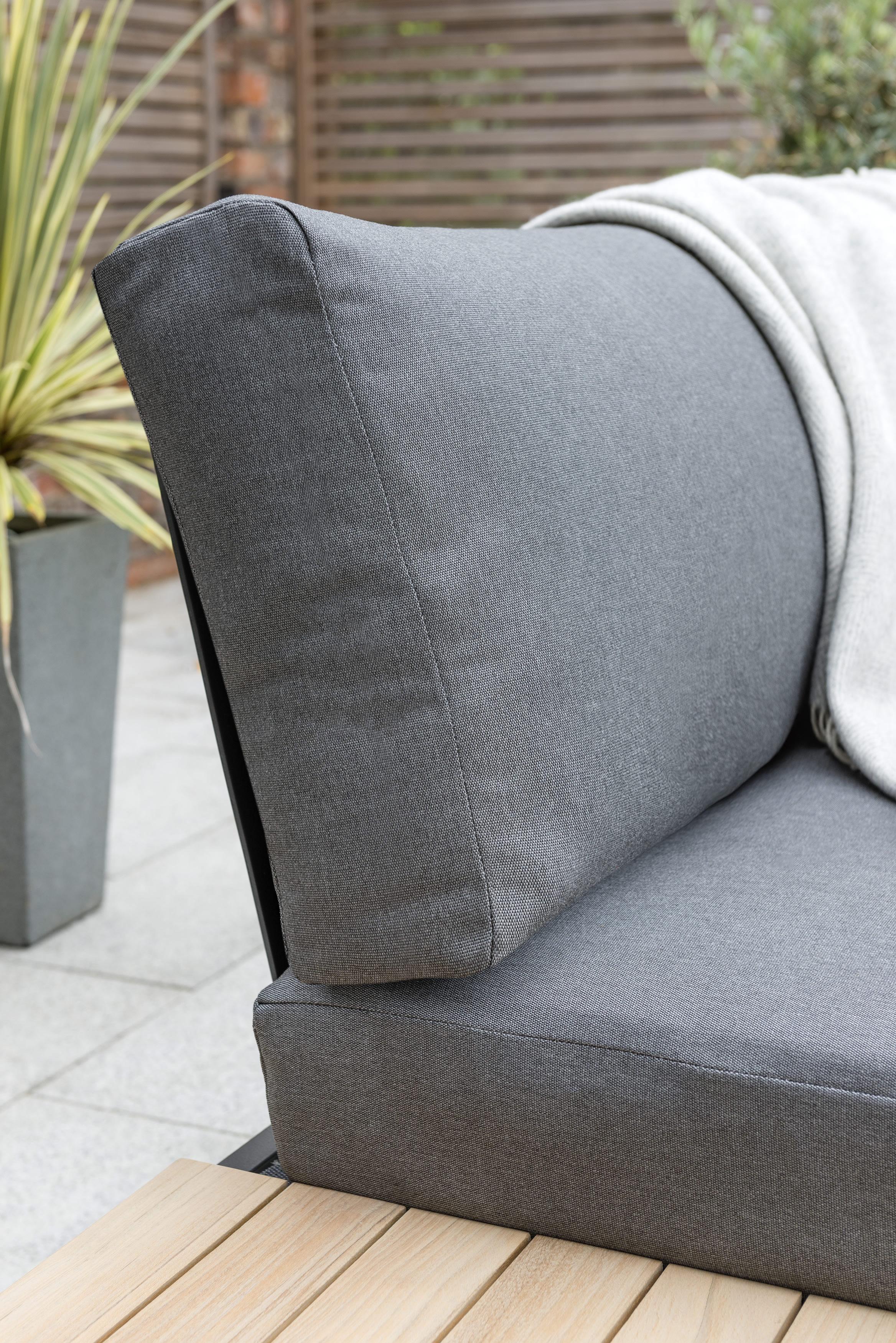 0393105 0200C Elba Corner Set Cushion Detail Lifestyle 1