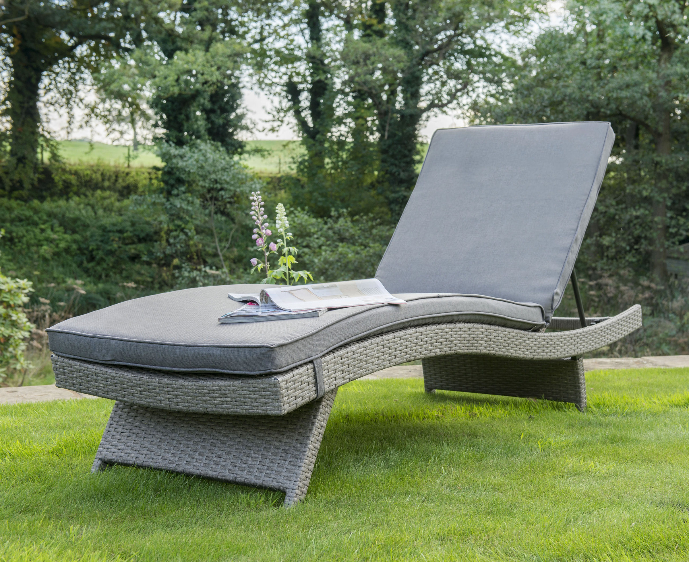 0305814 5510 Lounger White Wash Lifestyle